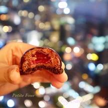 ช็อคโกแลตมูสที่สอดไส้เบอร์รี่เปรี้ยวๆ