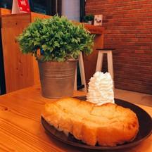 ปังเนยเพิ่มวิปปิ้งครีม อร่อยมากค่ะ ขนมปังกรอบมากเวอร์