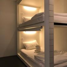 เตียง 2 ชั้นมีม่านให้โดยรอบ