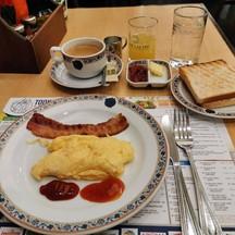 อาหารเช้าแบบอเมริกัน  65฿