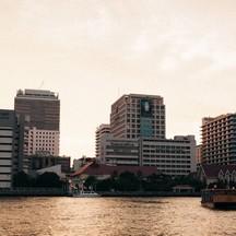 เมื่อสายอาทิตย์กระทบขอบน้ำเจ้าพระยา ริมฝั่งศิริราช ที่ๆคนไทยทุกคนล้วนมีความทรงจำ