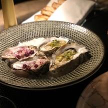1 เสิร์ฟ 4 ตัว 2 dressing: seafood และ mulberries ลงตัวค่ะ สด ใหม่ ต้องลอง