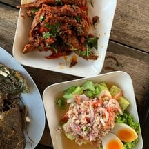 ฉู่ฉี่ปลาเนื้ออ่อน อร่อยมากกกกก ออกแนวผัดพริกแกงเพราะไม่ใส่กะทิ แต่อร่อยมาก อิ่ม