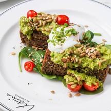 Healthy Corner: Avocado Toast (420 บาท)