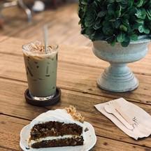 Latte + carrot cake