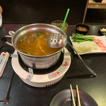 ชาบูอร่อยกุ้งหอยตลับเกี้ยวช่าปูอัดน้ำซุปแสนอร่อยและชูชืให้เลือกหลากหลายเมนู