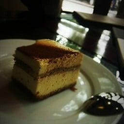 Le Bon Cafe & Restaurant Hanoi Vietnam