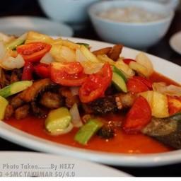 ปลาเปรี้ยวหวาน จานนี้ต้องสั่งนะคะ อร่อยมากกก..