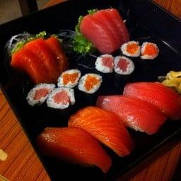 สั่งเป็นเซตปลาแซลม่อนกับปลาทูน่าค่ะ