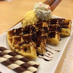 Little Hut House of Waffle อโศก