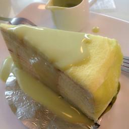 เครปเค้กชาเขียว หอม นุ่ม ไม่หวานมาก สามารถเติมซอสชาเขียวได้ไม่อั้น ไม่เลี่ยน