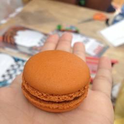 Thai Tea Macaron