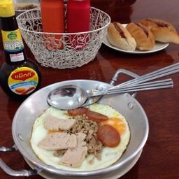 ไข่กะทะกับขนมปังสอดไส้