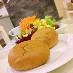 ขนมปัง เสิร์ฟก่อนเมนูสเต็กครับ