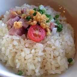 Ham Garlic Fried Rice (ข้าวผัดแฮมกระเทียม)