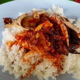 เฮียกัง ข้าวหมูแดงนครปฐม
