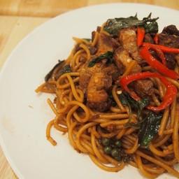 สปาเก๊ตตี้หมูกรอบ Crispy Pork Belly Spaghetti คำเดิม เยอะและ #aroii มาก