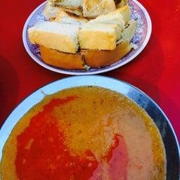 ขนมปังปิ้ง น้ำจิ้มหมูสะเต๊ะ