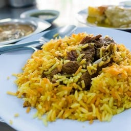 ร้านอาหารมุสลิม แยกไฟแดงบางรักสีลม