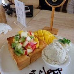 Eat Sleep Cafe & Bed เชียงราย