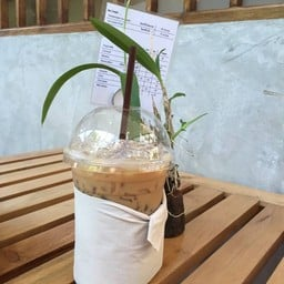 Cafe By The Blooms