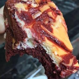 Red Velvet CheeseSwirl Brownie