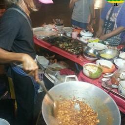 ผัดไทยโบราณลุงผมยาวพันปี ตลาดโคยกี๊