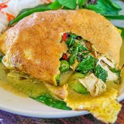 เขียวหวานผัดแห้งห่อไข่ [150.-] [เมนูแนะนำของร้าน]