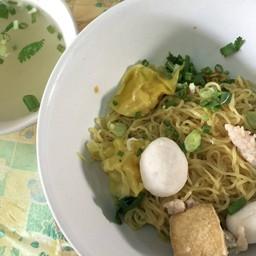 ก๋วยเตี๋ยวเจ๊หลั่น Lan Noodle House & Cafe