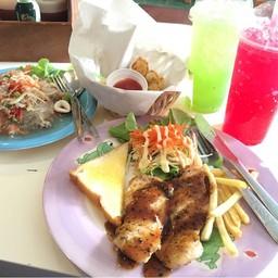 สเต้กไก่พริกไทยดำ ยำวุ้นเส้น เกี๊ยวซ่า