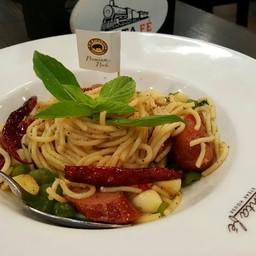 สปาเกตตี้ผัดอิตาเลี่ยนไส้กรอกหมูคูโรบุตะ