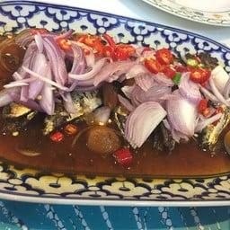 ยำปลาทูต้มเค็ม