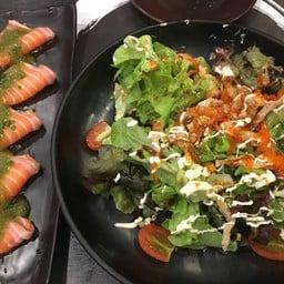แซลมอนยำแซ่บ & Shirauo Salad
