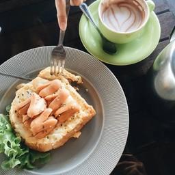 Egg toast หน้าไส้กรอก