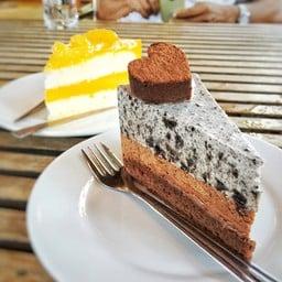 เค้กTriple Brownie 95฿ , เค้กส้ม85฿