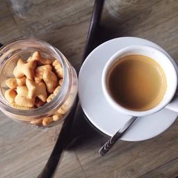 CoffeeHOLIC (คอฟฟี่ฮอลิค) by บ้านอีสาน