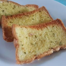 ขนมปังกรอบ อบเนยกระเทียม ( ถุงละ 150 บาท)