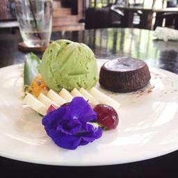 ช็อคโกแล็ตลาวากับไอศกรีมชาเขียว