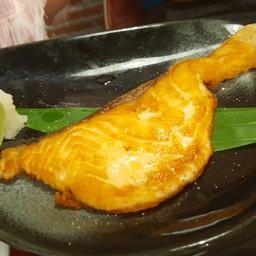 ปลาแซลม่อนย่างซีอิ้ว
