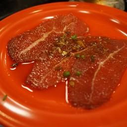 เนื้อนอกจานสีแดง