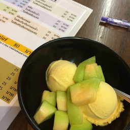 ใส่แตงไทยเพิ่มเปรี้ยวตัดหวานๆจืดๆของแตงไทย