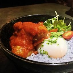 ข้าวอัญชันปีกไก่ทอดซอสWolf's Den