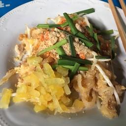ผัดไทยมีมะเฟือง เปรี้ยวๆ