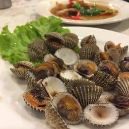 ข้าวต้มปลา หน้าเกาะสีชัง (ป้าเตี้ย เจ้าแรกดั้งเดิม)