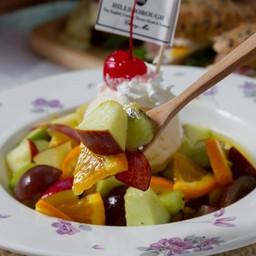Fruit salad ice cream .