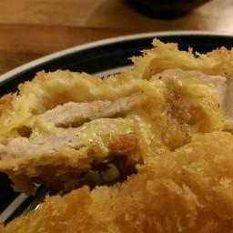แป้งกรอบอร่อย ชีสอร่อยแต่เนื้อหมูขาดความนุ่มไปมากแถมหมักกับพริกไทกลบกลิ่นคาวอีก