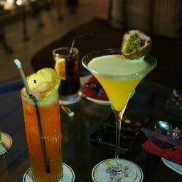 Le chanya และ Passion Fruit Martini