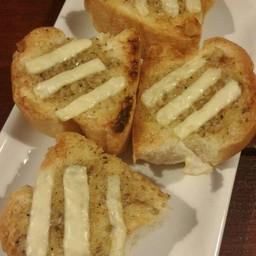 ขนมปังกระเทียมชีส