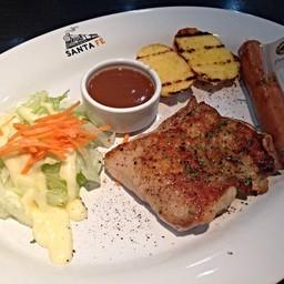 สเต็กไก่และไส้กรอก