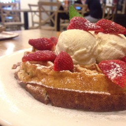 Strawberry Waffle with Vanilla Ice cream